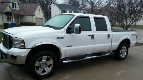 Immaculate 2006 Ford F-250 Lariat Super Duty Crew Cab (white) for sale