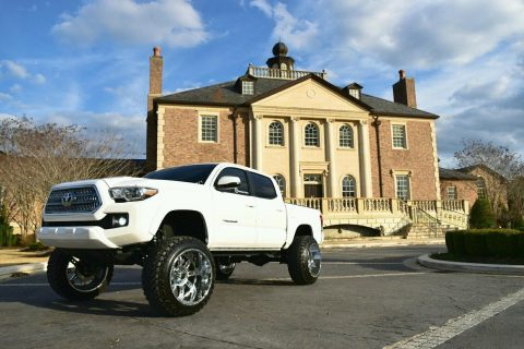 Pampered 2016 Toyota Tacoma TRD Sport Crew Cab for sale
