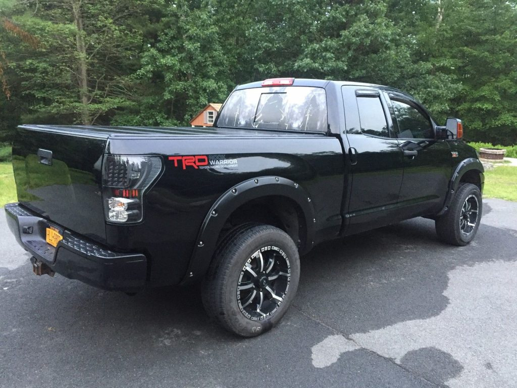 Lots of extras 2010 Toyota Tundra Base Crew Cab