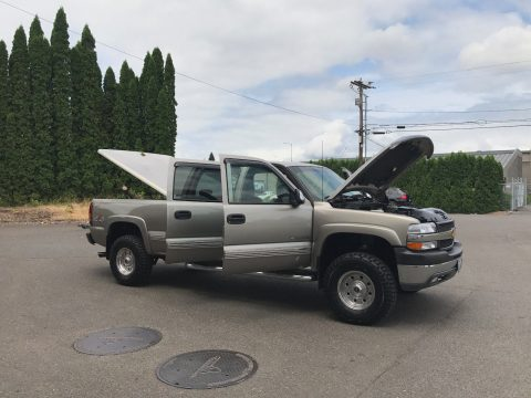 Low mileage 2001 Chevrolet Silverado 2500 HD LT 4WD Crew Cab for sale