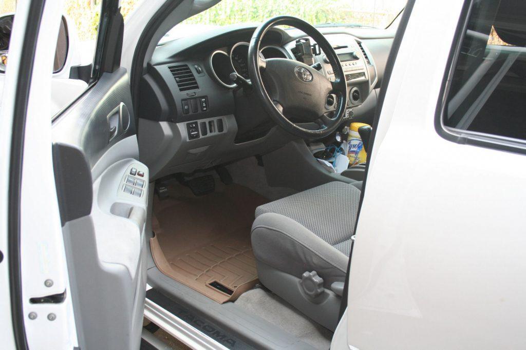 clean interior 2006 Toyota Tacoma Crew Cab