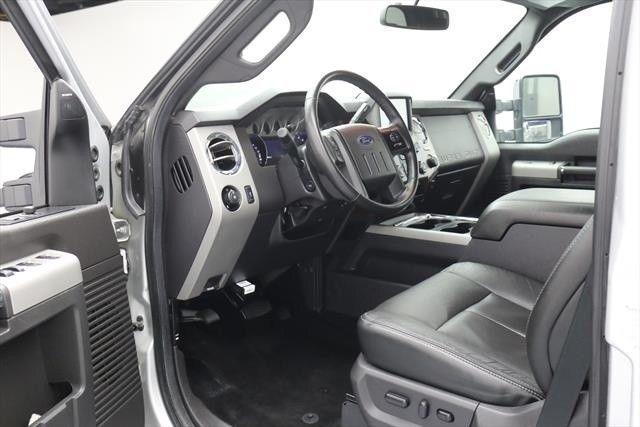 clean 2015 Ford F 250 Lariat 4dr Crew Cab