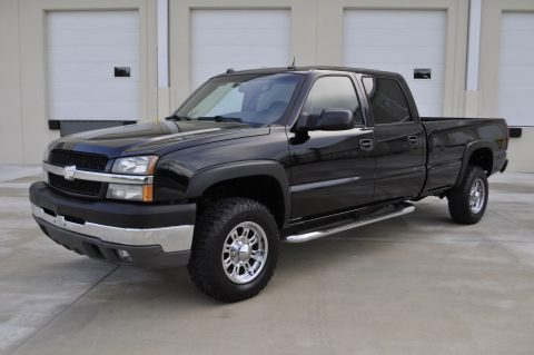 great shape 2004 Chevrolet Silverado 3500 HD SRW 4×4 crew cab for sale