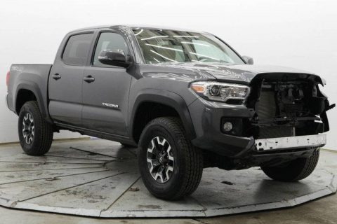 low miles 2017 Toyota Tacoma 4WD crew cab for sale