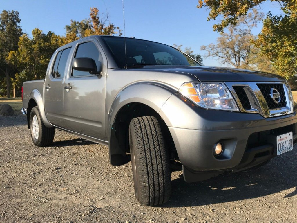 well equipped 2017 Nissan Frontier SV Crew Cab