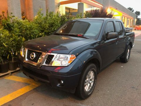 immaculate 2015 Nissan Frontier SV crew cab for sale