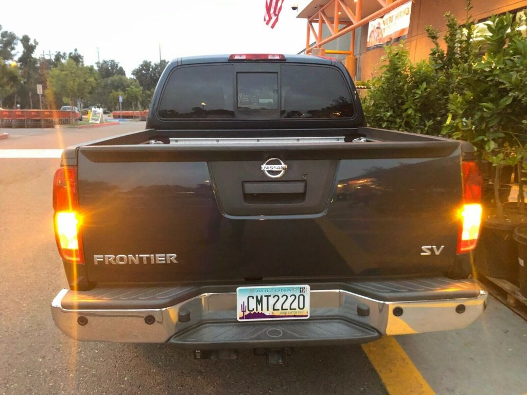 immaculate 2015 Nissan Frontier SV crew cab