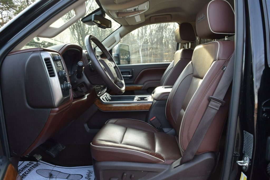 strong 2016 Chevrolet Silverado 3500 crew cab
