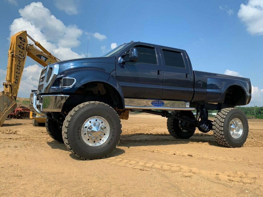 well customized 2000 Ford F750 Super duty crew cab