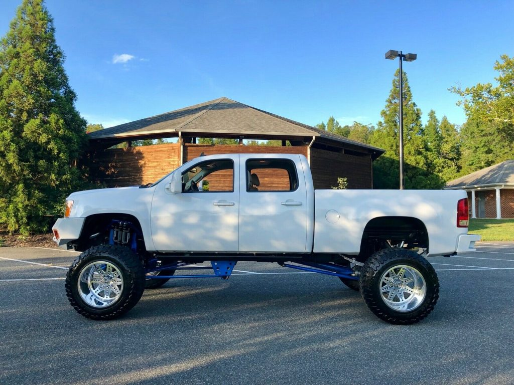 customized 2011 GMC Sierra 2500 SLT crew cab