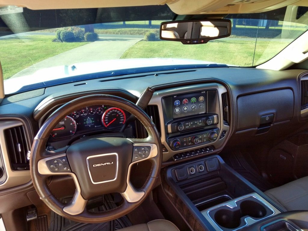 well equipped 2015 GMC Sierra 2500 Denali HD crew cab