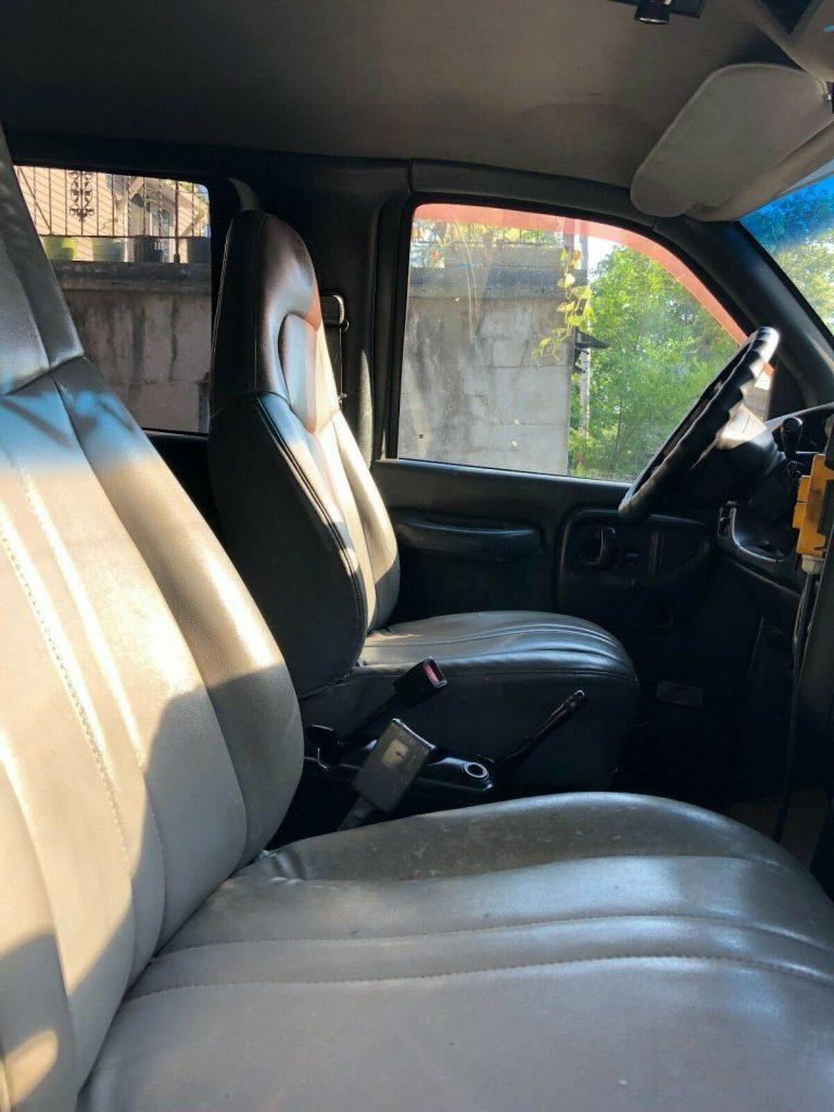 very solid 2003 GMC C6500 crew cab