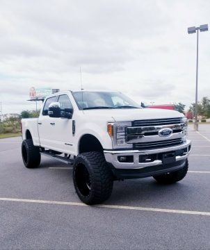 immaculate 2017 Ford F 250 LARIAT crew cab for sale