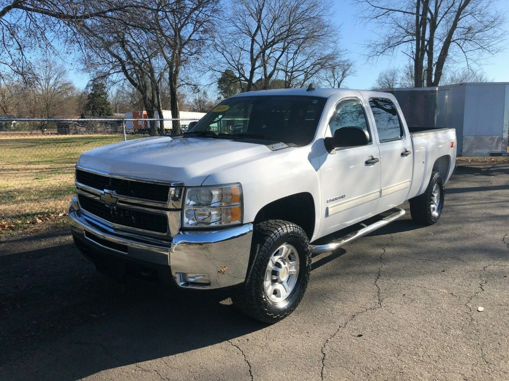 great shape 2010 Chevrolet Silverado 2500 LT crew cab