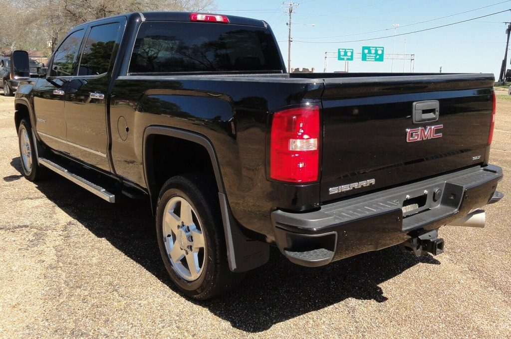 well equipped 2015 GMC Sierra 2500 SLT crew cab