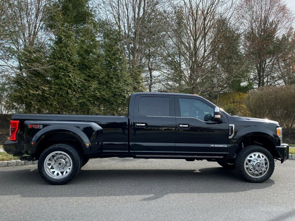 gorgeous 2017 Ford F 350 PLATINUM crew cab