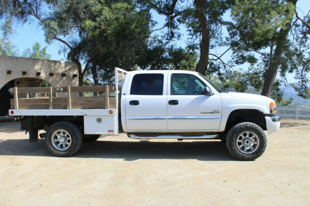 well equipped 2005 GMC Sierra 2500 SLT HD crew cab