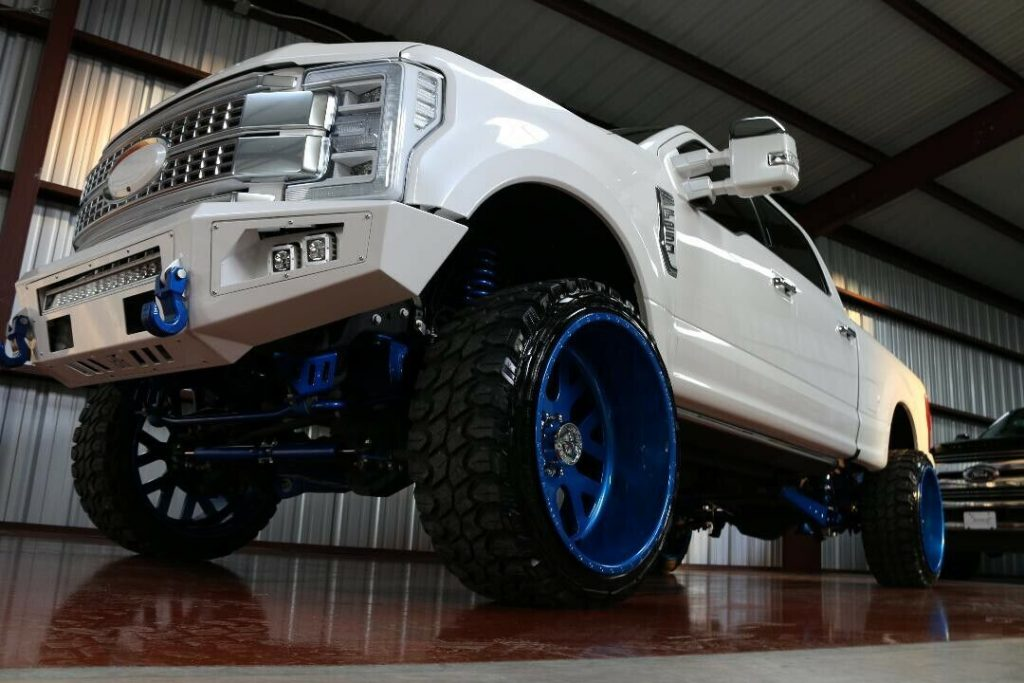 well modified 2017 Ford F 250 Super DUTY crew cab
