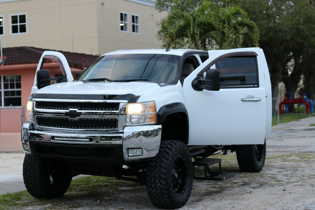 well maintained 2007 Chevrolet Silverado 2500 crew cab