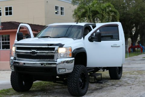 well maintained 2007 Chevrolet Silverado 2500 crew cab for sale