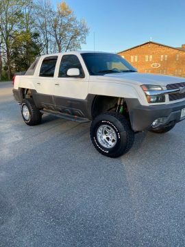 great shape 2003 Chevrolet Avalanche K1500 crew cab for sale